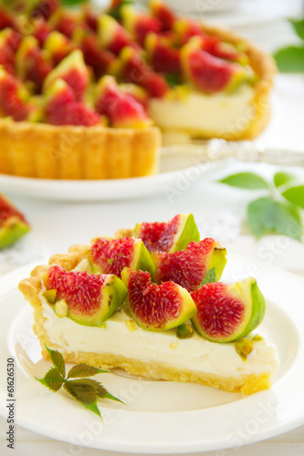 Tart with figs and mascarpone cream.