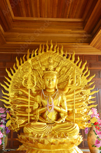 Guanyin and the Thousand Arms at  Wat Ras Prakorngthum