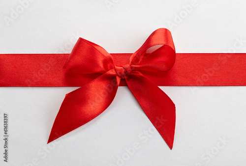 red ribbon and bow - 61638397