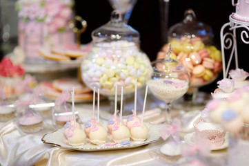 Wedding cake pops in pink and purple