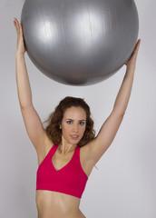 Mujer practicando deporte con balón