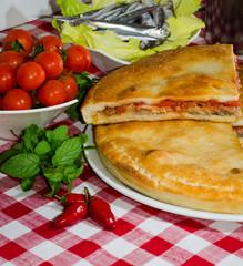 tiella con pomodorini basilico e alici