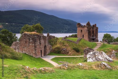 Leinwanddruck Bild Le château du Loch Ness en Ecosse