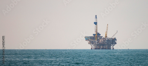 Oil platform in the pacific ocean - 61654111