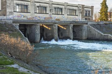 Chiuse sul fiume