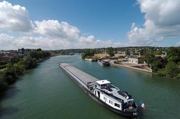 péniche sur la  Seine en Ile de France
