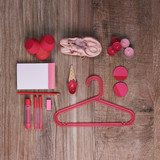Different objects in red and pink