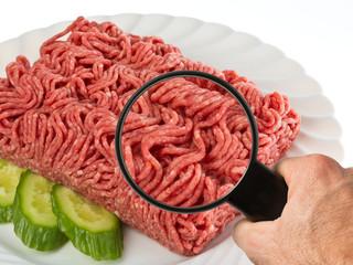 Lebensmittelkontrolle bei Fleisch / Hackfleisch