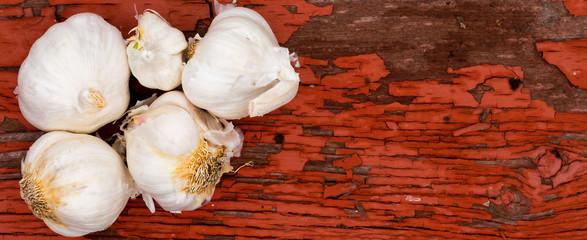 Fresh whole cloves of farm fresh garlic