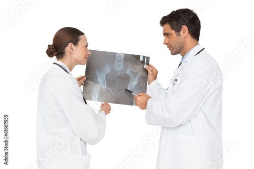 Two doctors analysing an xray together