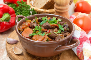 Stew with beef, prunes, vegetables and parsley