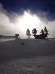 schneesturm in den bergen im winter