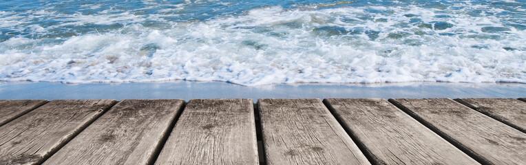 panoramica de la orilla del mar
