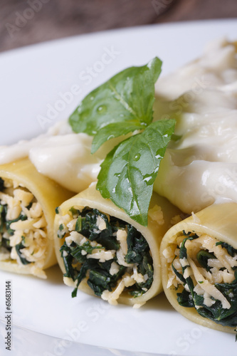 cannelloni stuffed with spinach and cheese vertical
