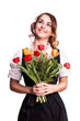 junge Frau im Dirndl mit Tulpen