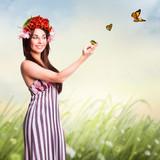 junge brünette Frau in Frühlingsszene