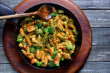 Pasta with chicken, broccoli and paprika