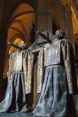 Heralds carrying Columbus