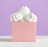 White marshmallow dessert in pink box