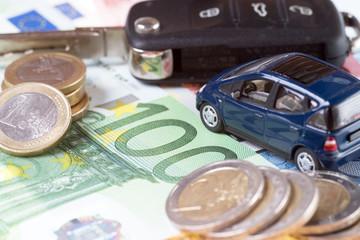 Auto und Euro Geldscheine mit Autoschlüssel