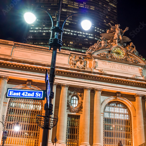 Foto op Plexiglas New York TAXI Grand Central along 42nd Street at night