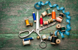 Fototapety Vintage sewing tools and colored tape/Sewing kit