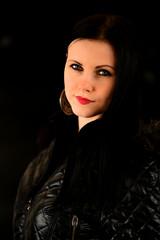 belle femme en noir