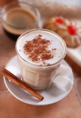 caffè e latte per la prima colazione