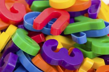 Zahlen und Buchstaben unsortiert