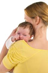 Mutter mit Säugling auf der Schulter