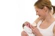 Mutter mit Säugling, Flasche geben