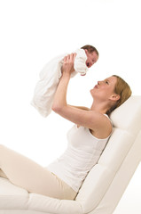 Mutter mit Säugling auf der Liege