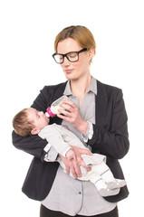 Geschäftsfrau mit Baby, füttern