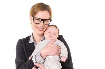 Geschäftsfrau mit Baby im Arm