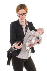 Geschäftsfrau mit Baby und Handy