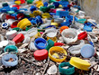 tas de capuchons en plastique