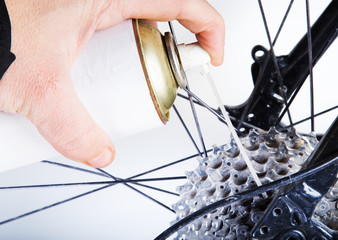 engrasando bici