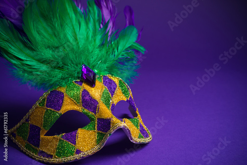Poster Carnaval Mardi Gras or Carnivale mask on a purple background