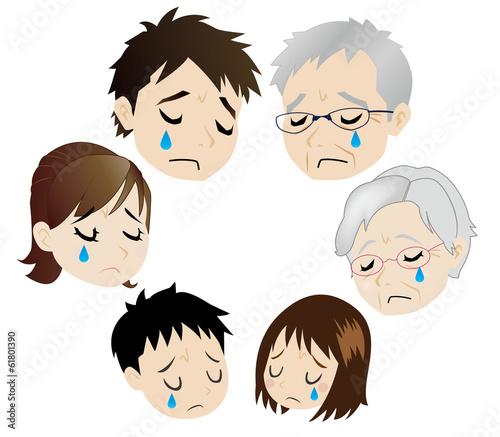 悲しむ三世代家族