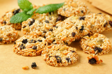 Sesame raisin cookies