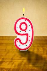 Brennende Geburtstagskerze Nummer 9