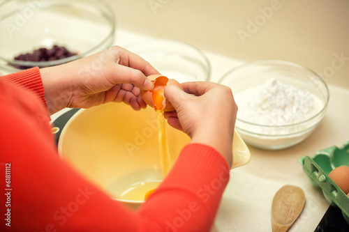 cook add egg mixture for cakes