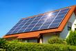 Leinwanddruck Bild - Solardach auf einem Einfamilienhaus reflektiert die Sonne