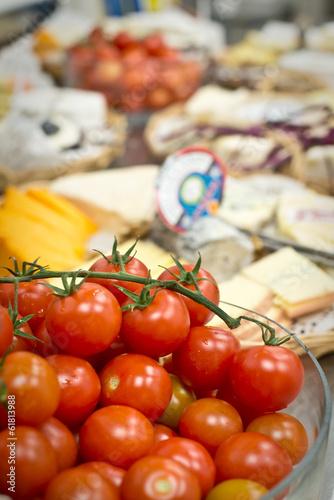 Buffet avec tomates cerises et fromage