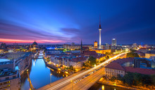 "Постер, картина, фотообои ""Berlin Skyline City Panorama with Traffic and Sunset"""