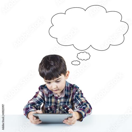 Niño usando una tableta digital y espacio para texto en blanco Poster