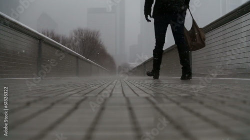 Poster Chicago Woman walking on bridge during foggy, snowy day / video