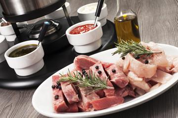 bourguignon di carne su tavolo di legno