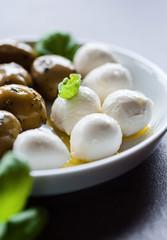 mozzarella und oliven