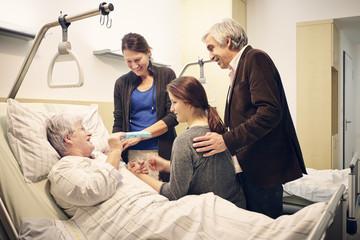 Krankenhaus Familie Krankenbesuch